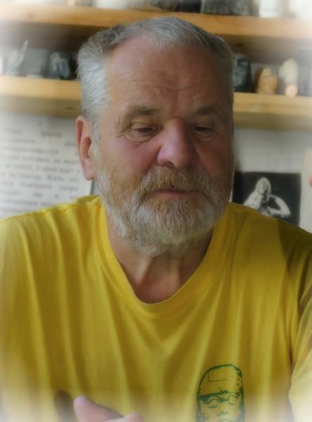 Член Союза художников России, Заслуженный учитель РФ Степан Кривощеков